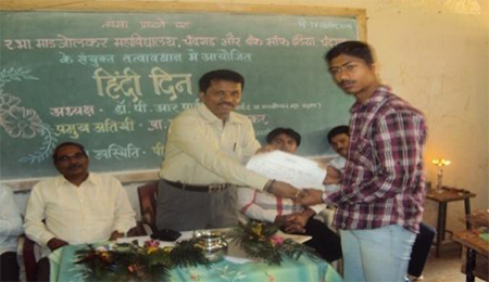 Mr.SOLANKI  SO (Bank of India Chief Guest)        Prize distribution - Hon.P.KRUSHNAMURTI